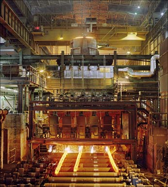 Quality assurance in the steel mill with non-contact infrared temperature measurement technology. (C) Viktor Mácha